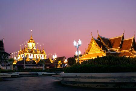 Wat Ratchanadda metallic castle on blue sky Landmark of Bangkok Thailand Imagens