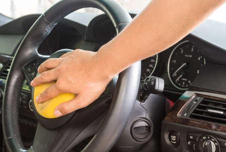 autolavaggio: Applicando mano polacco in macchina