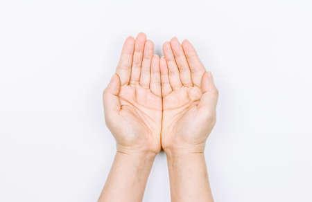 De handholding van de vrouw iets op witte achtergrond