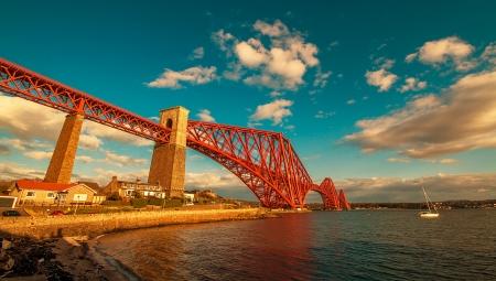 long shot: Campo lungo del ponte di Forth in Scozia