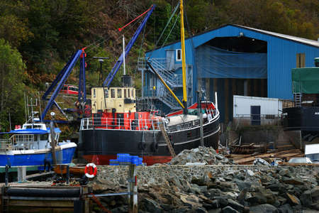 Fishing boats on the rocky shore of Crinan canal, close-up. Argyll and Bute, Scotland, UK Zdjęcie Seryjne