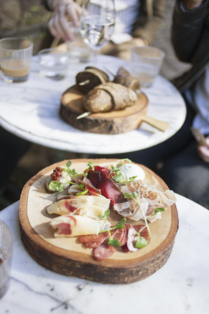 adentro y afuera: Close-up of cold cuts served on table