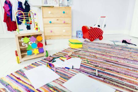 Dibujar productos y juguetes en la habitación del niño LANG_EVOIMAGES