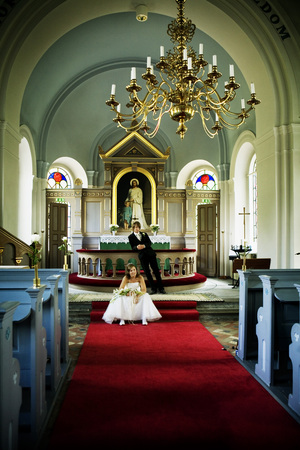 take a breather: Bride and groom in church LANG_EVOIMAGES