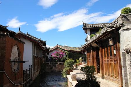 province: Lijiang wooden houses canal Yunnan Province China