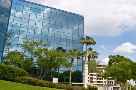 mirrored: Mirrored office building in Florida
