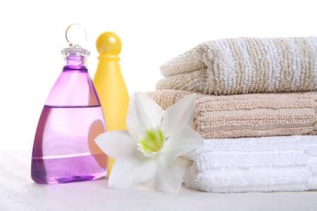 igieniche still-life, aromatico, olio, shampoo e un asciugamano, terapia aromatica