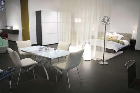 Interno di abitazione moderna studio a luce tono Archivio Fotografico