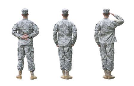Soldado del Ejército de EE.UU. en tres posiciones; Desfile descanso, atención, Hacer un saludo. Vista trasera, aislado en fondo blanco