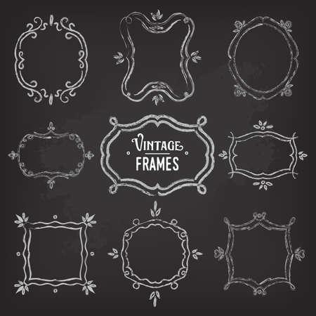 Reeks van 9 leuke vintage krijt frames van verschillende oriëntaties en formats op bord voor uw ontwerpen