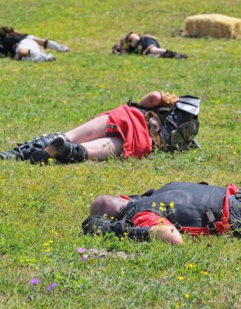 soldati romani: Rappresentazione di una battaglia tra romani e barbari in carabidi, Asturias, Spagna.