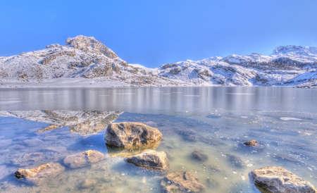 Neve a Lago Ercina, Asturias, Spagna Archivio Fotografico