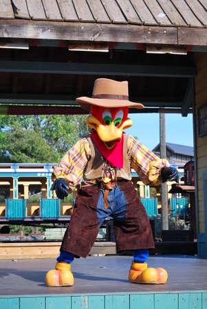 p�jaro carpintero: SALOU, ESPA�A - 17 de abril el parque tem�tico Port Aventura el 17 de abril de 2014 en Salou, Espa�a Show con Woody Woodpecker en el parque tem�tico de Port Aventura