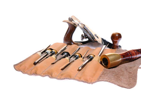 carver: Varias herramientas de carpintero tallista en el fondo blanco