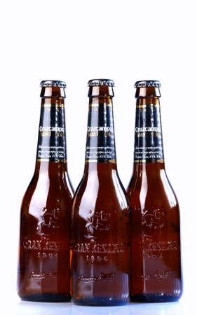 brewer: ASTURIAS, ESPA�A - 05 de enero: Botellas de Cruzcampo Gran Reserva en 05 de enero 2015 en Asturias, Espa�a. Cruzcampo es una marca de cerveza Heineken Espa�a, la empresa cuenta con f�bricas en Sevilla, Madrid, Ja�n y Valencia. Editorial