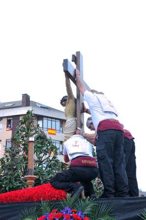 fraternidad: OVIEDO, ESPA�A - 29 de marzo: Tradicional procesi�n de Semana Santa 29 de marzo 2015 en Oviedo, Espa�a. Procesi�n de la hermandad de los Estudiantes