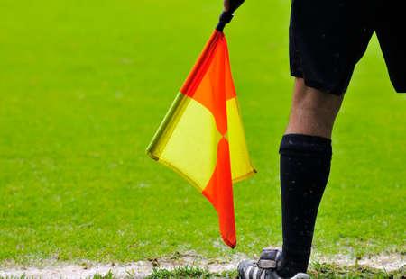 arbitros: �rbitros asistentes en acci�n durante un partido de f�tbol