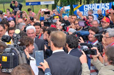 feestelijke opening: Asturias, Spanje - 26 juni: Inhuldiging museum van F1-coureur Fernando Alonso op 26 juni 2015 in Asturië, Spanje. Fernando Alonso, McLaren F1-coureur in de opening van het museum. Redactioneel