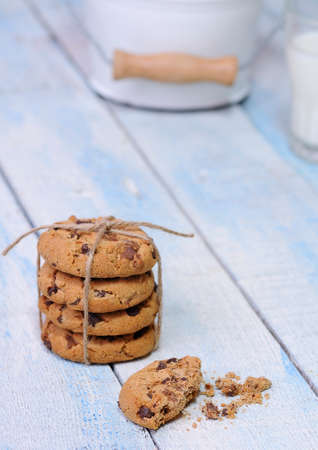 biten: Stacks of homemade chocolate chip cookies on wooden table
