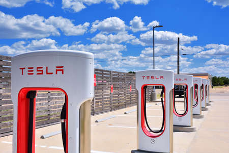 Shamrock, Texas - July 20, 2017: Tesla Supercharger Station in Shamrock, Texas. Tesla motors develops network of the charging stations across World. Redactioneel