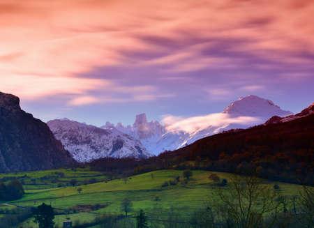 Naranjo de Bulnes (known as Picu Urriellu) in Picos de Europa National Park, Asturias, Spain 스톡 콘텐츠