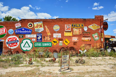 Erick, Oklahoma, USA - July 20, 2017: Sandhills Curiosity Shop located in Erick's oldest building - the City Meat Market. It is a large collection of crazy Route 66 memorabilia. Sandhills Curiosity Shop run by Harley Redakční