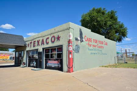 Tucumcari, New Mexico - July 21, 2017: Texaco gas station in Tucumcari, the Texaco logo on Route 66. Éditoriale