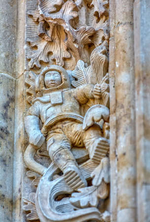 Astronaut carved on the facade of Salamanca cathedral in Spain. Banco de Imagens