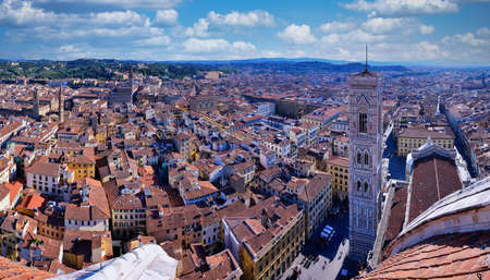 Florence, Italy - June 29, 2018: Panorama of cathedral, the dome of Brunelleschi, Campanile di Giotto, Piazza del Duomo, Firenze, Tuscany, Italy Redactioneel