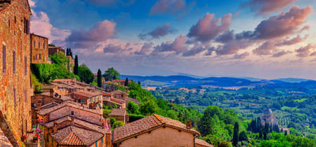 Stunning view of the Tuscan hilltop village of Montepulciano, Italy on a sunny day Stockfoto