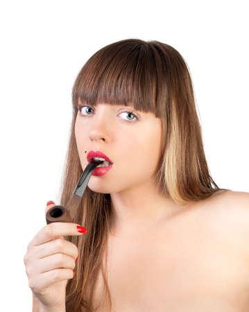 augenbinde: Die sch�ne junge Frau mit einer Pfeife im Mund