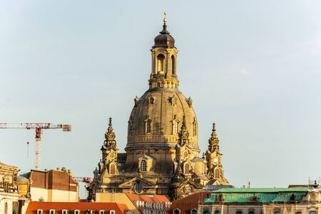Close up of the church Frauenkirche near the river Elbe during sunset Standard-Bild - 142257664