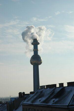 inceneritore: Hundertwasser INCENERITORE Spittelau a Vienna in inverno