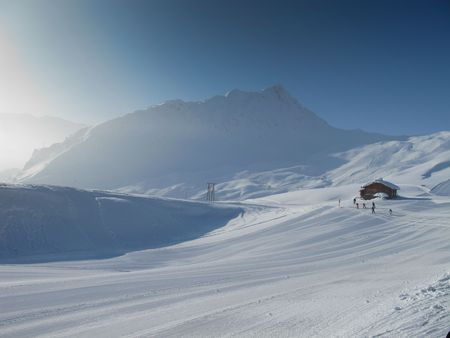 Mountain hut with Extensive ski piste and powder snow off piste. Skiing Les Contamines, French alps Stock Photo - 8031669