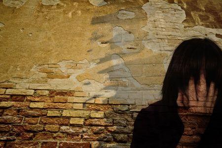 desorden: Un tratamiento digital de arte de la creaci�n de un rostro en CS3.Representation de un caos personal, la depresi�n, o problemas mentales Foto de archivo
