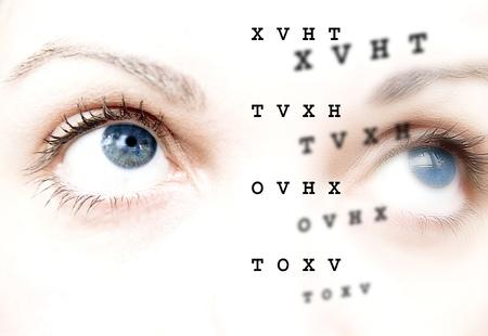 oculista: Antes y despu�s, la atenci�n y el examen de los ojos Foto de archivo