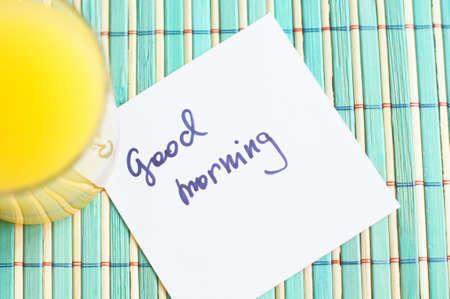 Gezond ontbijt: verse jus d'orange en cupcake Stockfoto - 19051474