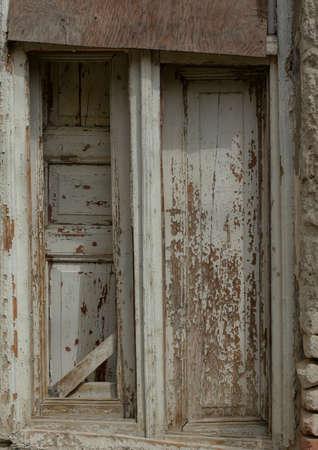 stucco facade: Finestra in casa abondoned di 18-19 secoli a Tbilisi, Repubblica di Georgia