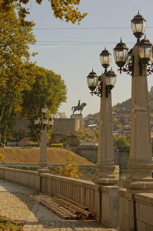 tbilisi: Old Tbilisi: riva del fiume Mtikvari