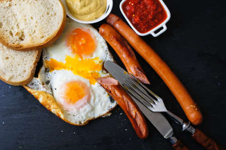 frites: Lunch time with eggs and fried sausages