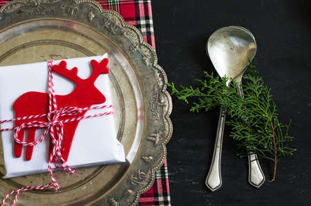 traditional christmas dinner: Rustic christmas table setting with bright plates and silverware