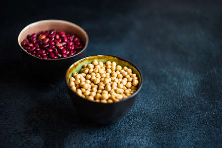 Organic food concept with ceramic bowls with red beans and chick peas 스톡 콘텐츠