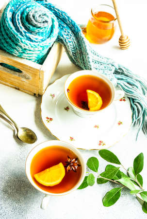 Mulled tea with lemon and spices on stone table with copy space Imagens