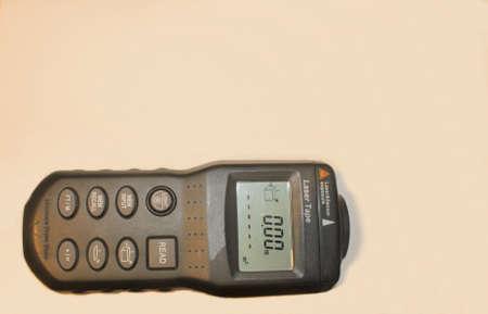 Laser Entfernungsmesser Ultraschall : Laser entfernungsmesser ultraschall auf einem hellen hintergrund