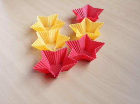 Form zum Backen von Cupcakes in Form eines Sterns Standard-Bild - 69921319