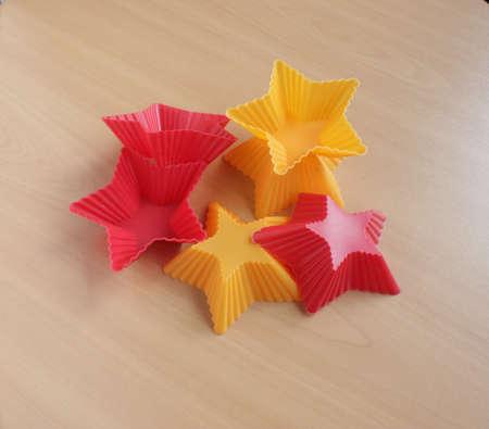 Form zum Backen von Cupcakes in Form eines Sterns Standard-Bild - 69921321