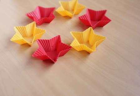 Form zum Backen von Cupcakes in Form eines Sterns Standard-Bild - 69921320