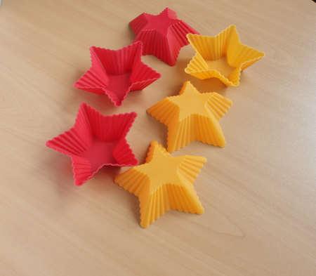 Form zum Backen von Cupcakes in Form eines Sterns Standard-Bild - 69921323