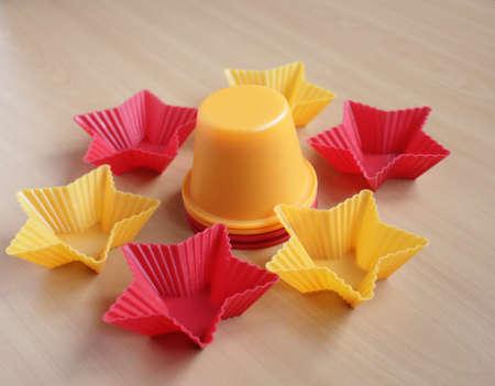 Form zum Backen von Cupcakes in Form eines Sterns Standard-Bild - 69921324