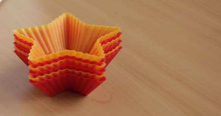 Form zum Backen von Cupcakes in Form eines Sterns Standard-Bild - 69921325